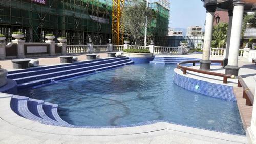 广西贵港圣湖城房地产泳池工程
