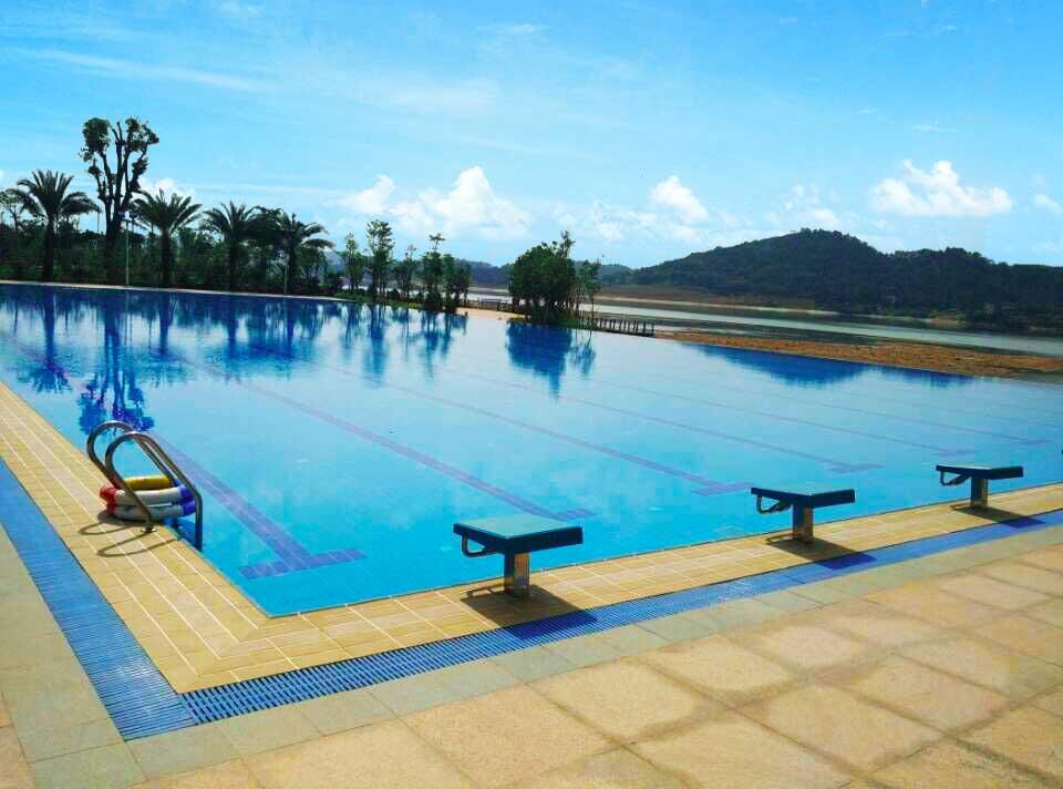 广州增城华商学院标准无边际泳池工程